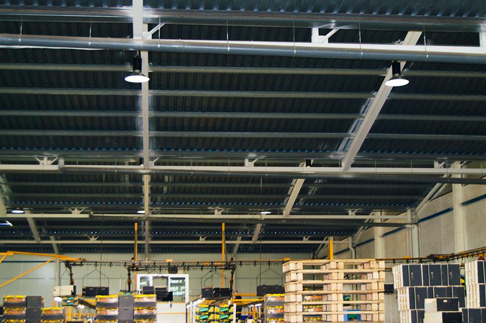 Instalación de equipos de ahorro energético en Frutas Juanito /03
