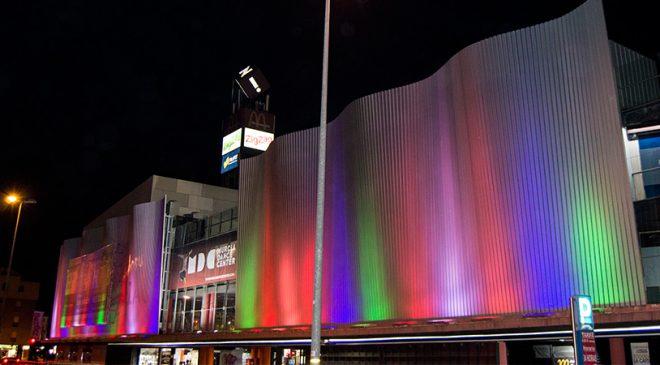 Iluminación en fachada del Centro de Ocio Zig Zag